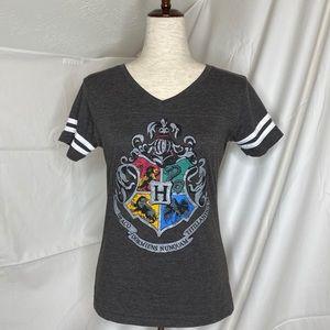 EUC Women's sz S, Harry Potter Hogwarts V-Neck Tee